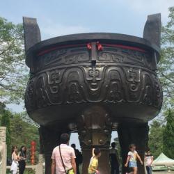 Grande vase de trépied en bronze