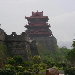 Tribunal féodal et l'ancienne muraille